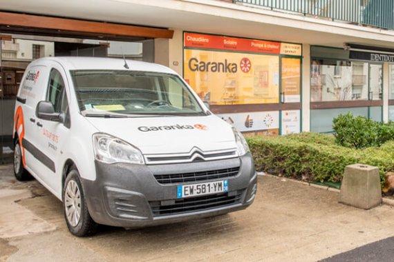 Agence Garanka Bourgoin Jallieu avec véhicule