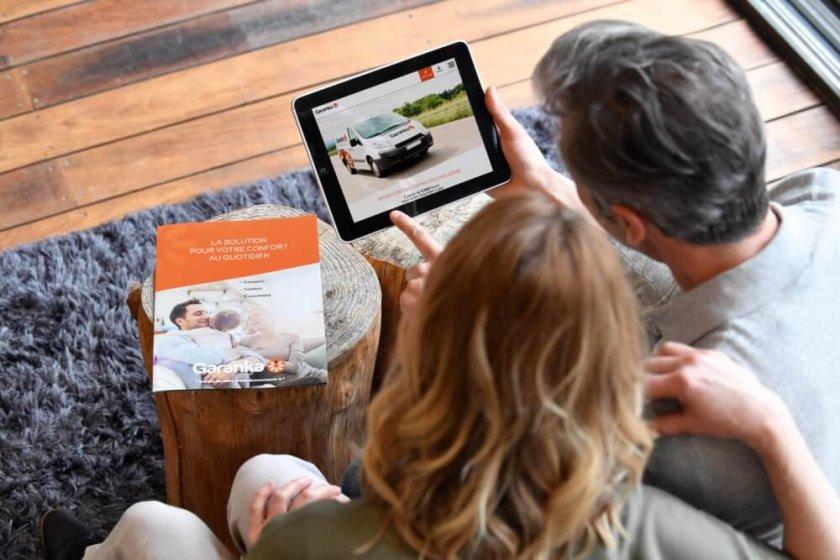 couple utilisant les services en ligne Garanka