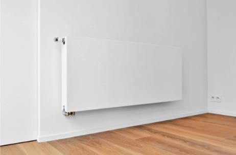 Radiateur blanc installé sur un mur
